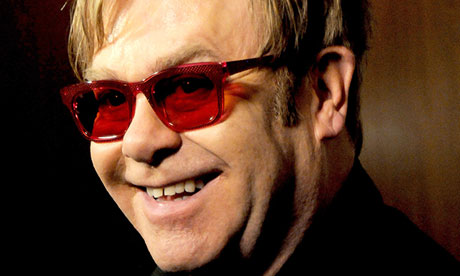 ¿Qué dice el rostro de Elton John?